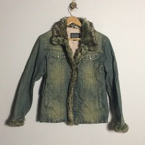 Lee • Vintage Denim Jacket with faux fur trim
